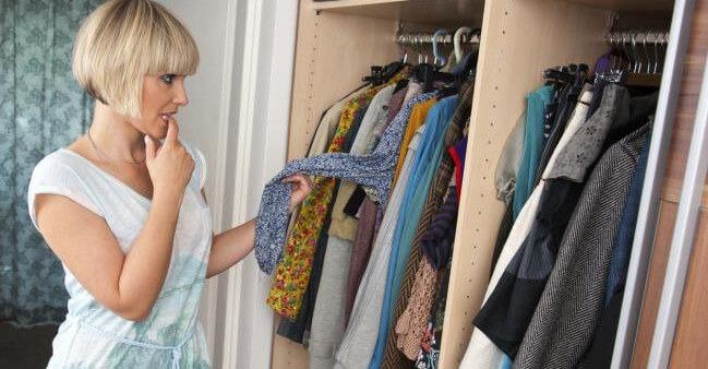como colgar la ropa